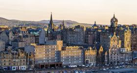 Panorama of the city centre of Edinburgh — Scotland